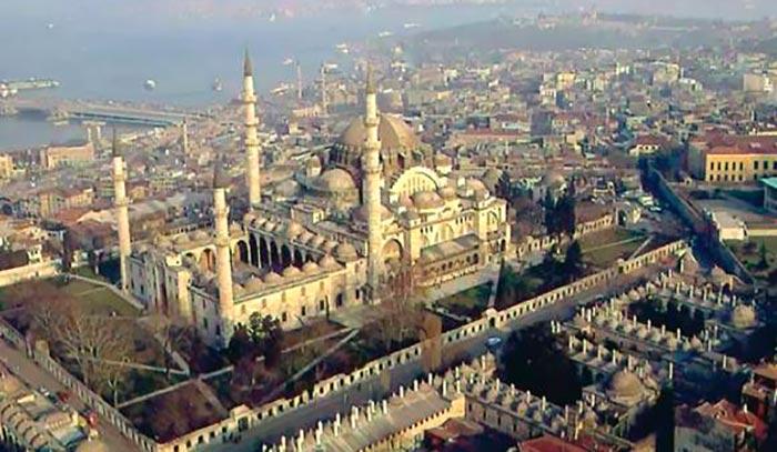 1317986078 centr stambula3 - Стамбул. Краткое пособие для начинающих путешественников.