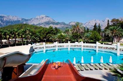 отель Queen's Park Resort