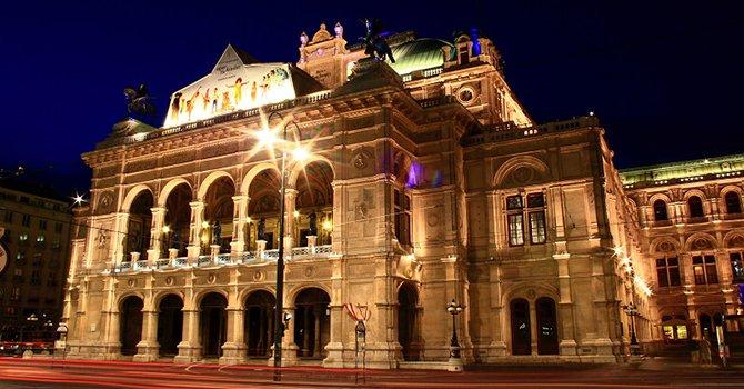 Staatsoper in Wien bei Nacht - Вена