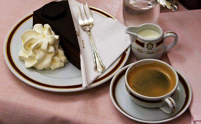 "Знаменитый австрийский торт ""Захер""."