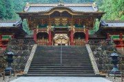 strob yashamon na svyatyne taiyuinbyo v nikko yaponii 66695399 180x120 - Кюсю