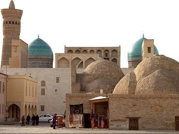 Znakomtes Bukhara croped 369x277 - ТУР ВЫХОДНОГО ДНЯ В БУХАРУ