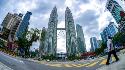 depositphotos 117121102 stock photo clouds over the petronas towers 420x236 - Путешествие в Малайзию
