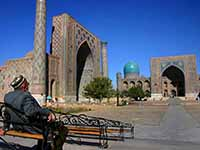 Man_at_Registan_-_Samarkand_-_15-10-2005