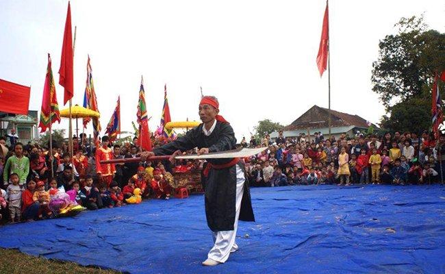 Фестиваль традиционной вьетнамской борьбы в деревушке Синх.