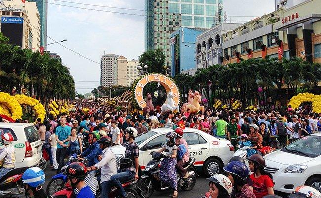 Празднование вьетнамского нового года.